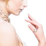 models_pippa_white_hand
